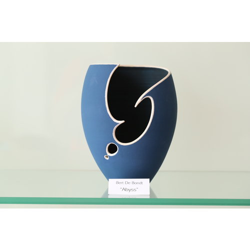 BDB-kunst  Blue conical shaped object in beautiful night blue with a white edge