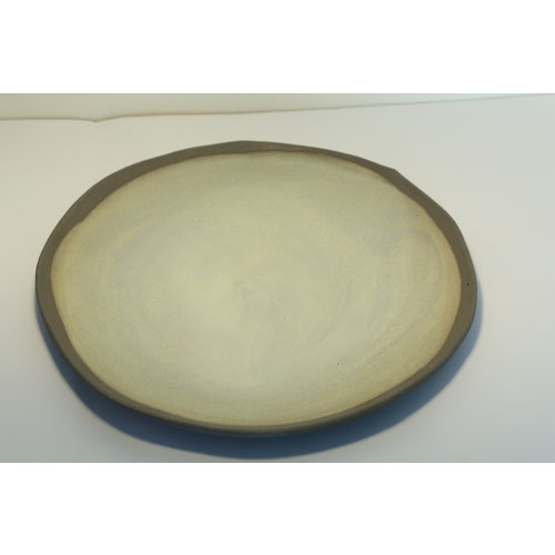 K!-design A plate with style, playful and spontaneously made of gray clay and finished with green glaze