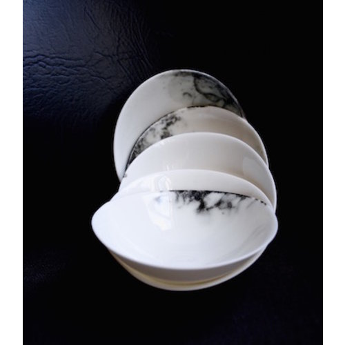 Fréderique-design Bowl made in porcelain and good to use for appetizers, gems.