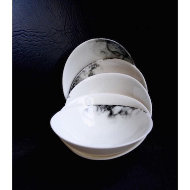 Le petit plat creuse de la collection vaisselle porcelein Bonny, bon à utiliser pour les apéritifs.