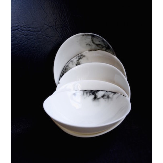 Little scale of the porcelain contemporary tableware Bonny, good to use for appetizers, gems.