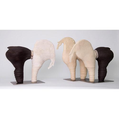 """MARO-design Genummerd kunstwerk Paard 26 binnen de reeks """"contrasten beweging"""""""