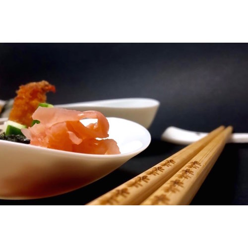 PARTEIR-design Eat sushi in style with this handmade porcelain tableware that is part of the CLYDE collection.