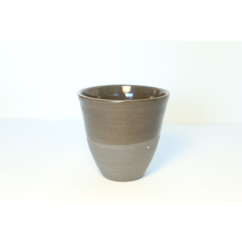 LS-design Ceramic expresso bag handmade in gray cast clay with a natural ocher edge