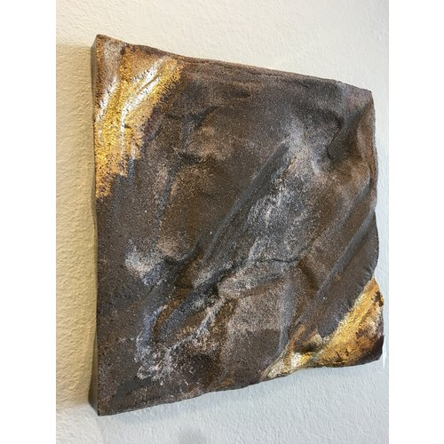 """K!-design Ceramic wall object with a subtle combination of clay and gold """"Sand, Salt, Gold"""""""
