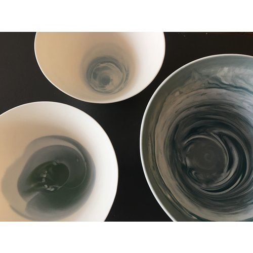 K!-design Porcelain bowl with blue-gray hues turned in the mold while rotating