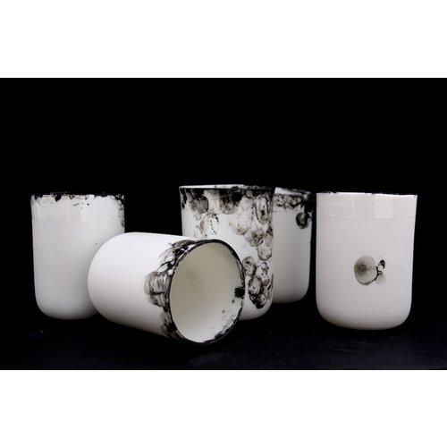 Fréderique-design Subliem porseleinen tasje afgewerkt met een mooie belletjes techniek zorgen voor een unieke en intense beleving van onze dagelijkse rituelen.
