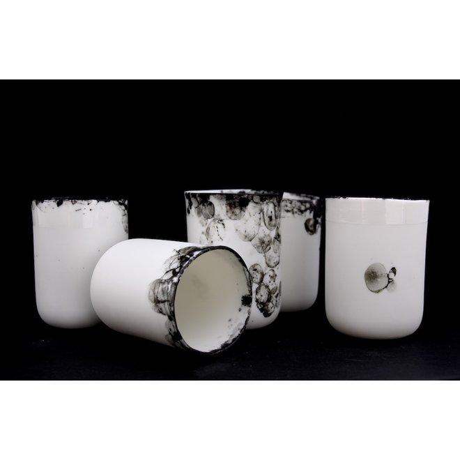 Subliem porseleinen tasje van het porseleinen koffieservies Bonny isafgewerkt met een mooie belletjes techniek zorgen voor een unieke en intense beleving van onze dagelijkse rituelen.