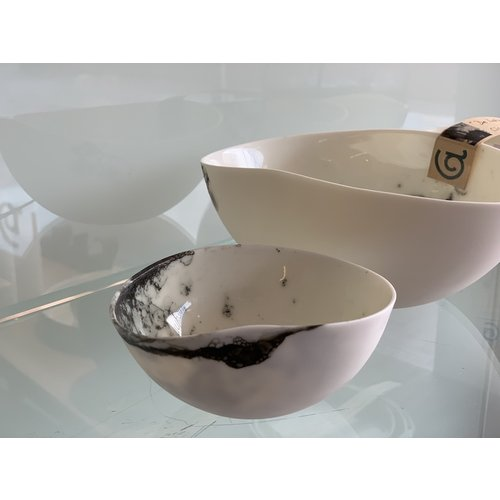 Fréderique-design Bowl made in porcelain and good to use for a lot of things