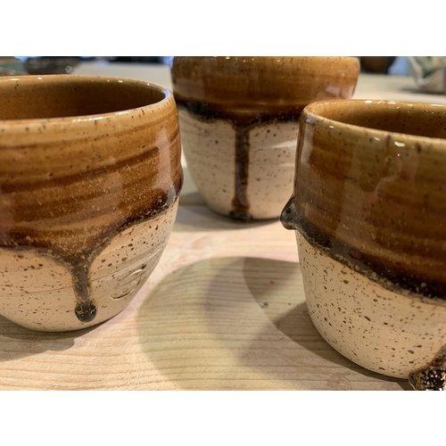 ARTISANN-design Avec le tasse fait main en argile Pyerite et son magnifique glaçage à feu Floating orange-brown