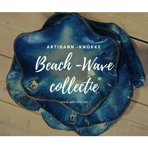 ARTISANN-design Handmade scale of Belgium red Clay with a beautiful Floating blue high-firing glaze. Une  coupe fait avec les mains en argile Belge red et son magnifique glaçage à feu Floating bleu.