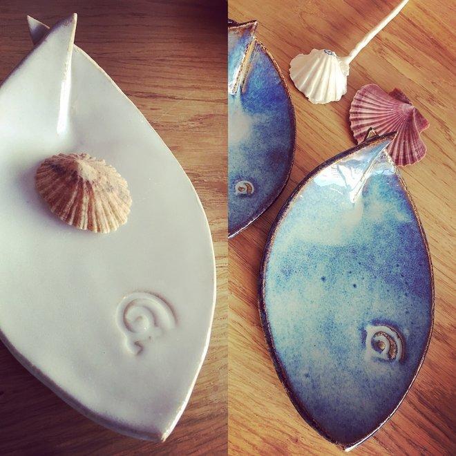 Wit keramisch schaaltje in de vorm van een vis. Origineel schaaltje voor aperitief hapjes, sushi, kaas en koekjes...