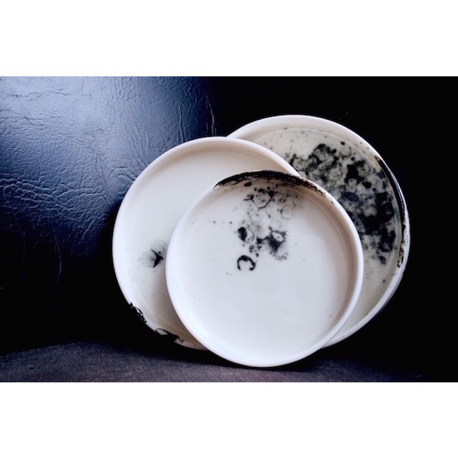 The porcelain plate of the tableware Bonny can also be used as a charming serving dish