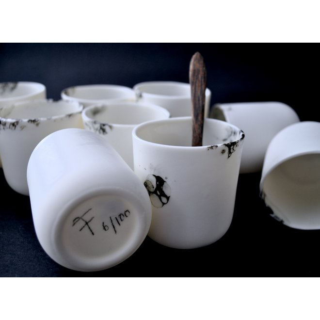 Mario Cup amuse of the porcelain tableware Bonny is elegant in shape and an eye catcher for any table