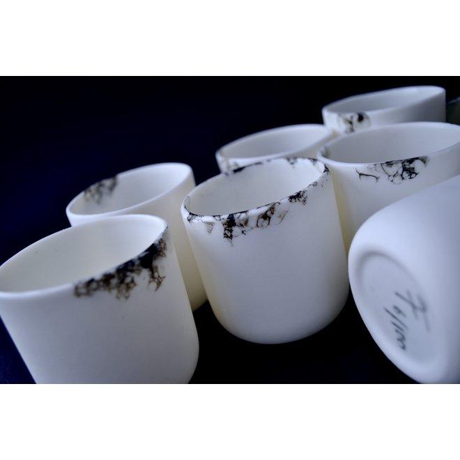 La tasse Mario Amuse de la vaisselle porcelaine Bonny est de forme élégante et attire tous les regards