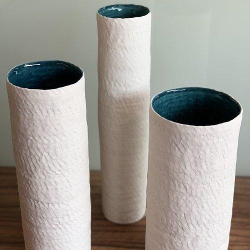 Un vase exclusif décore votre table
