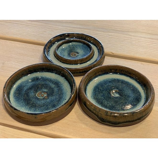 With the turntable handmade small ceramic oil bowl available in blue, green, white, brown high firing glaze.