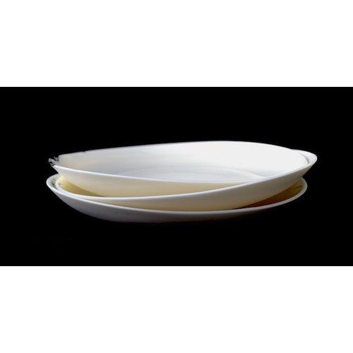 Fréderique-design Assiette en porcelaine Bonny (ici en combinaison avec des petites) avec finie avec des boutons noirs en technique Bubbles