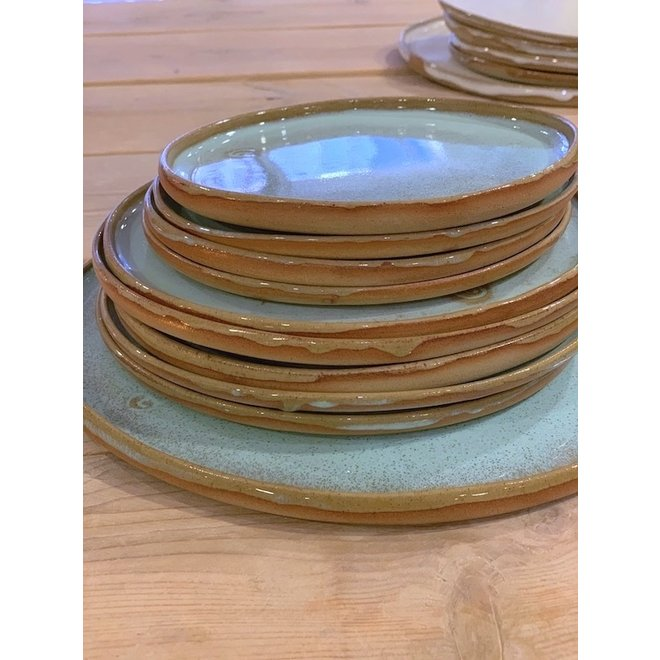 With the turntable handmade plate with speckled Pottery-clay and a beautiful turquoise high firing glaze.