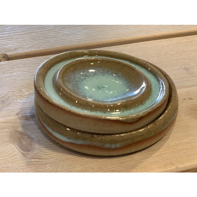 Avec le petit plat pour l'huile à la main de plateau tournant disponible en glaçage à haute cuisson bleu, vert, brun blanc.