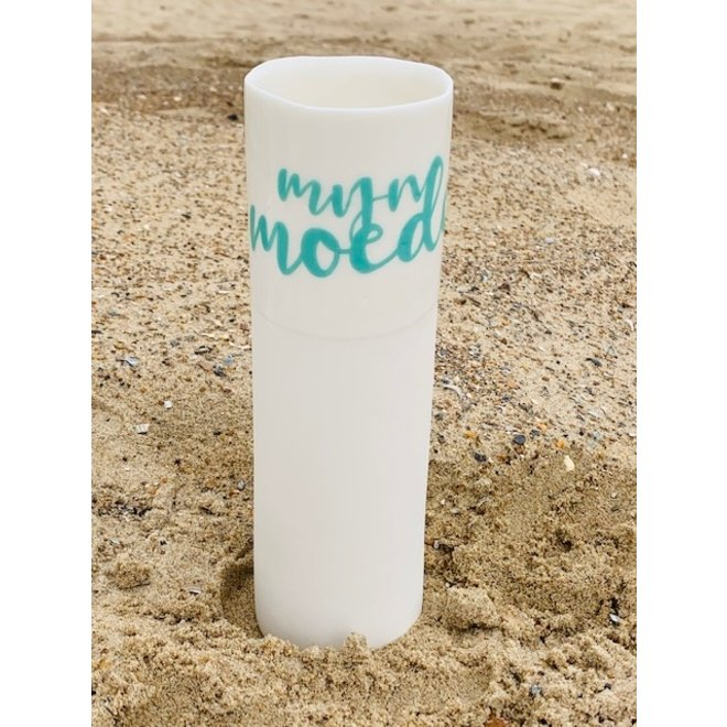 """""""My mother"""" is such a strong bond and these feelings speak for themselves in a unique porcelain vase in cylinder form"""