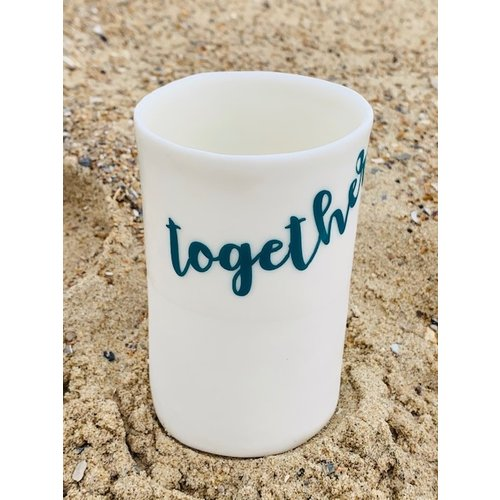 "ARTISANN-design ""Together, forever"" samen sterk op een porseleinen handgemaakt kokertje"