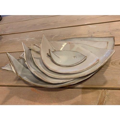 ARTISANN-design Plat creuse blanche de ceramique en forme de poisson. Plat original pour apéritifs, sushis, fromages et biscuits ...