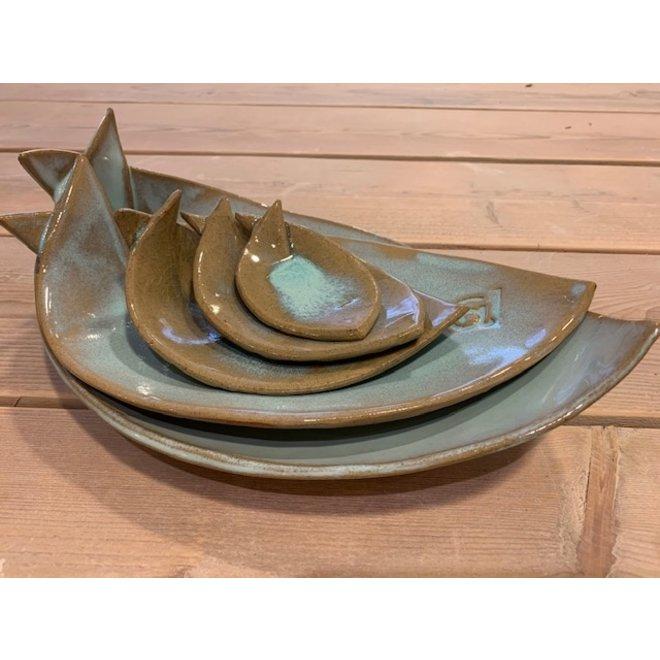 Plat creuse turquoise en céramique blanche en forme de poisson. Plat original pour l'apéritif, le sushi, le fromage et les biscuits ...