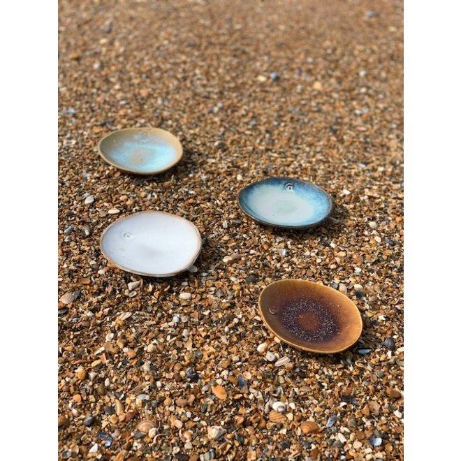 """Schaaltje """"Beach"""" gebruikt men voor hapjes maar ook zeer leuk voor als schoteltje van een koffietas of mok."""