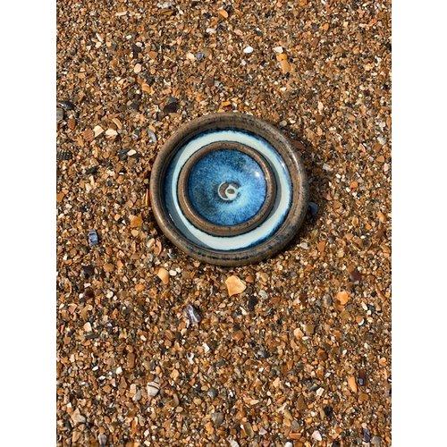 ARTISANN-design Met de draaischijf handgemaakt klein keramisch olieschaaltje te verkrijgen in blauw, groen, wit, bruin hoogbakkende glazuur .