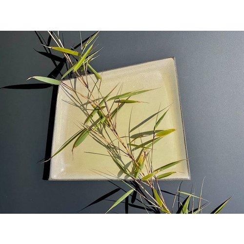 K!-design Assiette en céramique originale faite à la main de forme irrégulière très unique, fini avec une couleur fraîche.
