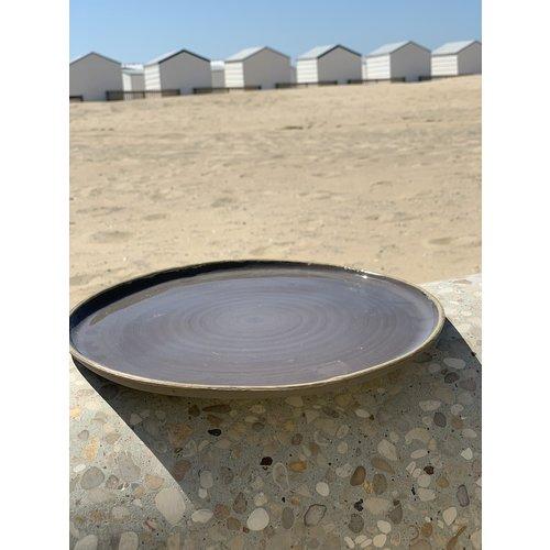 LS-design Assiette en céramique faite à la main à partir d'argile grise avec une bordure ocre peinte à la main