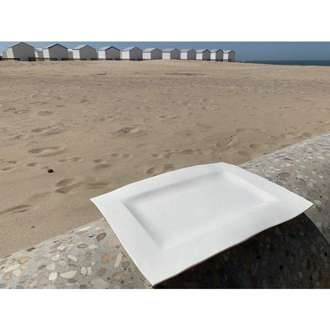 Assiette rectangulaire faite à la main avec une assiette incrustée
