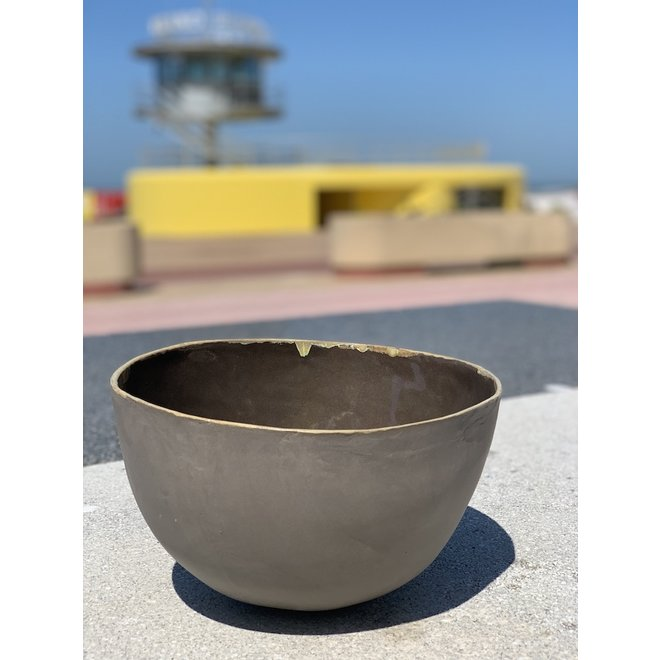 High Salad bowl made in gray clay with an Ocher edge