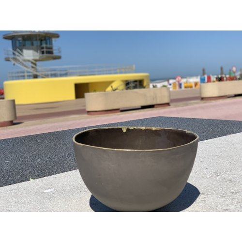LS-design High Salad bowl made in gray clay with an Ocher edge
