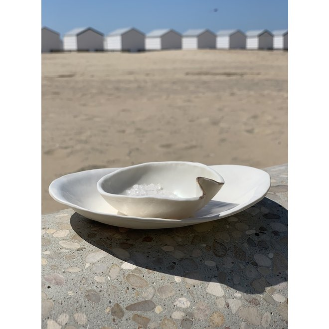 Handmade refined salt, pepper and oil dish in Porcelain with a subtle golden