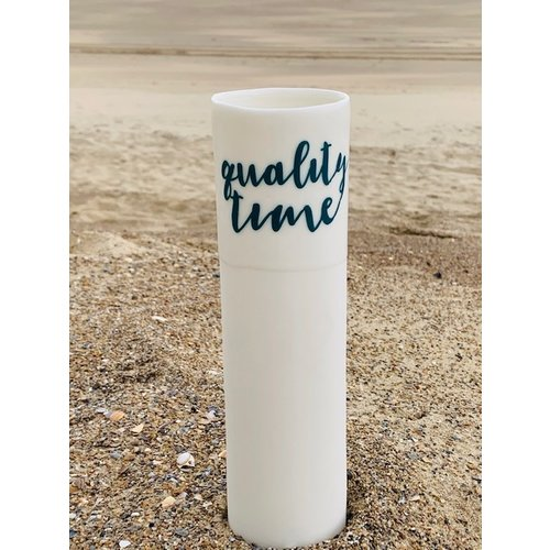 """ARTISANN-design """"Qualitytime, Familytime"""" parlent d'eux-mêmes dans un vase en porcelaine unique en forme de cylinder"""
