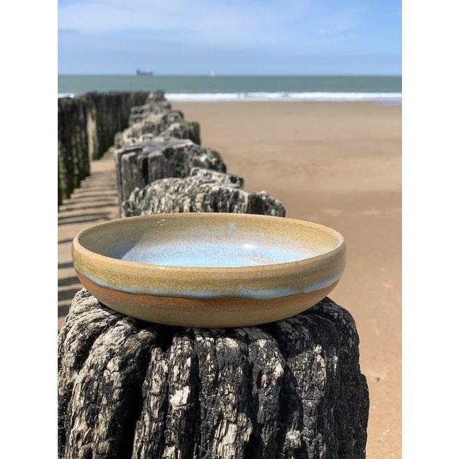 Avec le plateau tournant fait main en argile pottery avec une belle glaçure à haute cuisson floating turquoise
