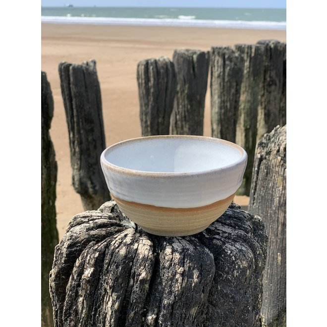 With the turntable handmade bowl of Pottery clay with a beautiful Floating white high-firing glaze