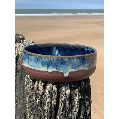 ARTISANN-design With the turntable handmade bowl of Belgien clay with a beautiful Floating blue high-firing glaze.