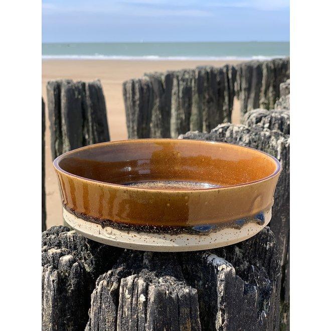 Avec le plateau tournant fait main en argile Pyrite avec une belle glaçure à haute cuisson Floating brun.