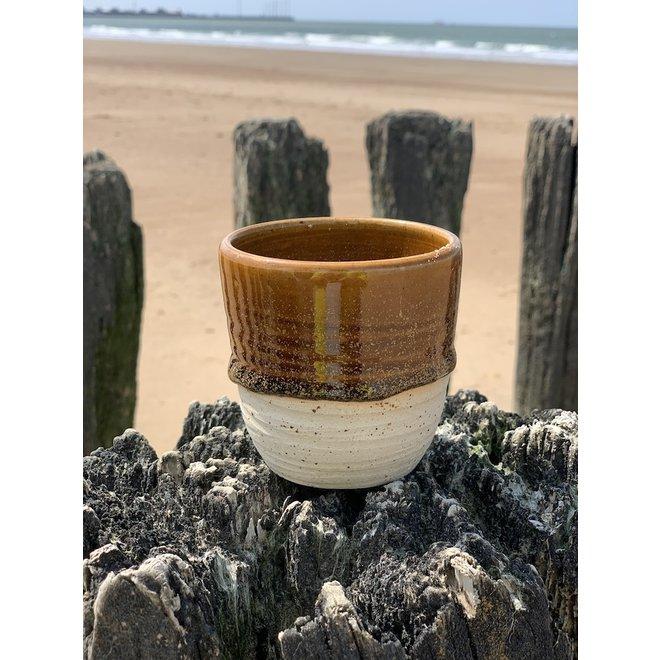 Avec le tasse fait main en argile Pyrite et son magnifique glaçage à feu Floating orange brown