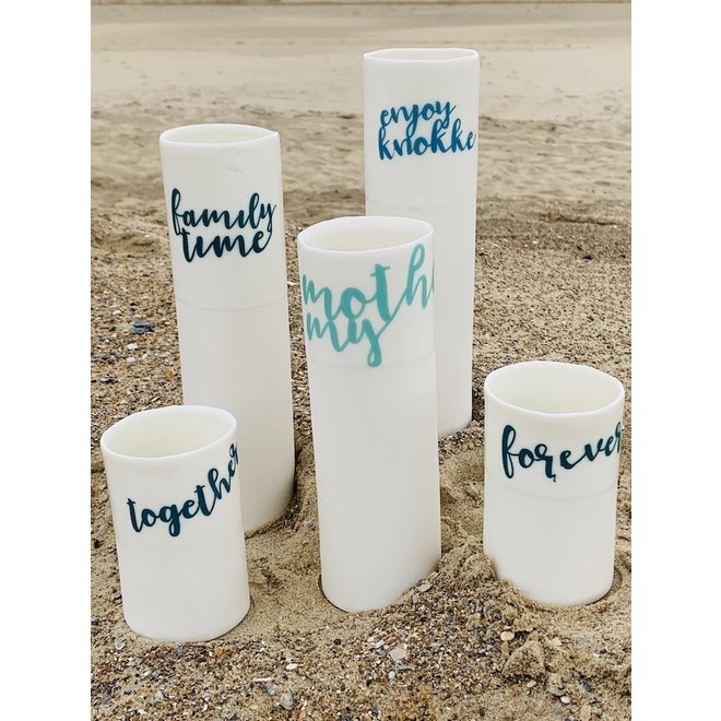 """""""Familytime"""" parlent d'eux-mêmes dans un vase en porcelaine unique en forme de cylinder"""