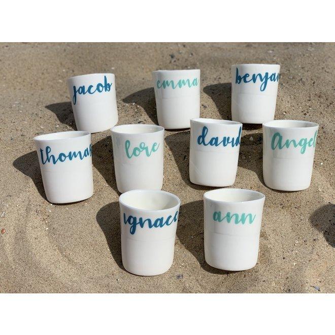 Une tasse du café avec votre propre nom, lieu, mot significatif est si personnel et unique.
