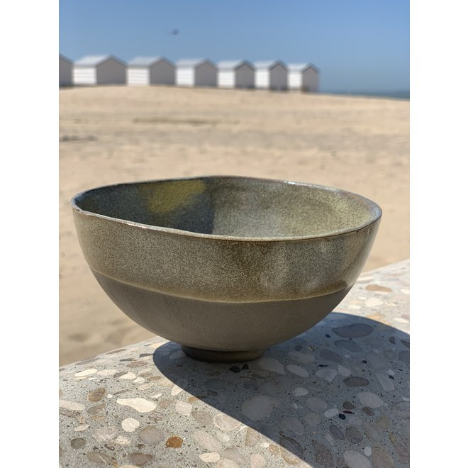 Bowl in the shape of a hemisphere handmade in ceramic with a green border