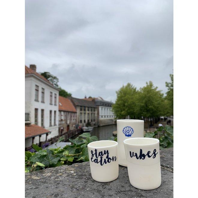 """""""Summer Vibes"""" met een transfer gebakken op een porseleinen handgemaakte tas, drinkbeker"""