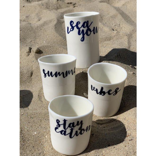 """""""Staycation"""" cuit avec un transfert sur une tasse en porcelaine fait main, gobelet, vase"""