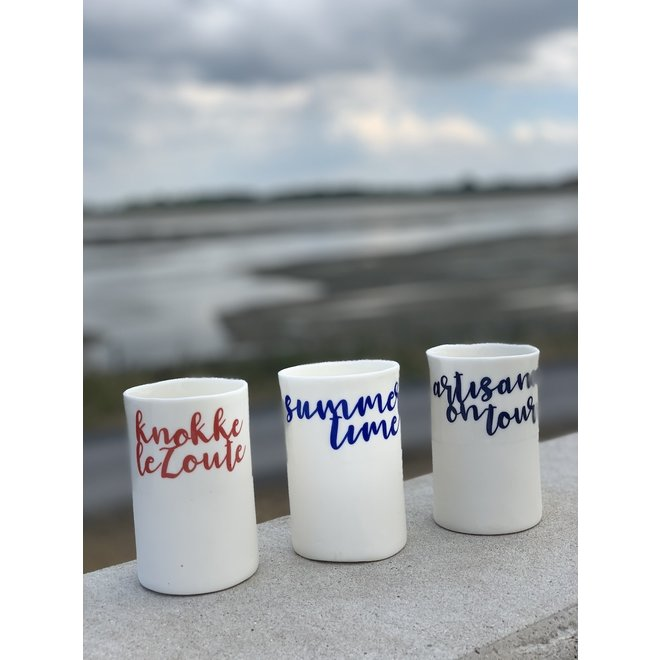 """""""Knokke Le Zoute"""" met een transfer gebakken op een porseleinen handgemaakte tas, drinkbeker, vaasje"""
