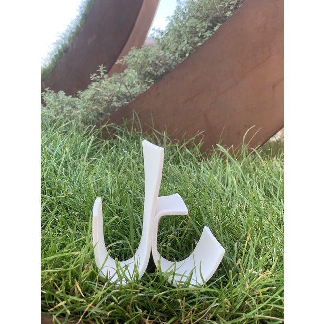 """Le dicton """"Is it ever black or white"""" dans une écriture en porcelaine. 30€/lettre"""