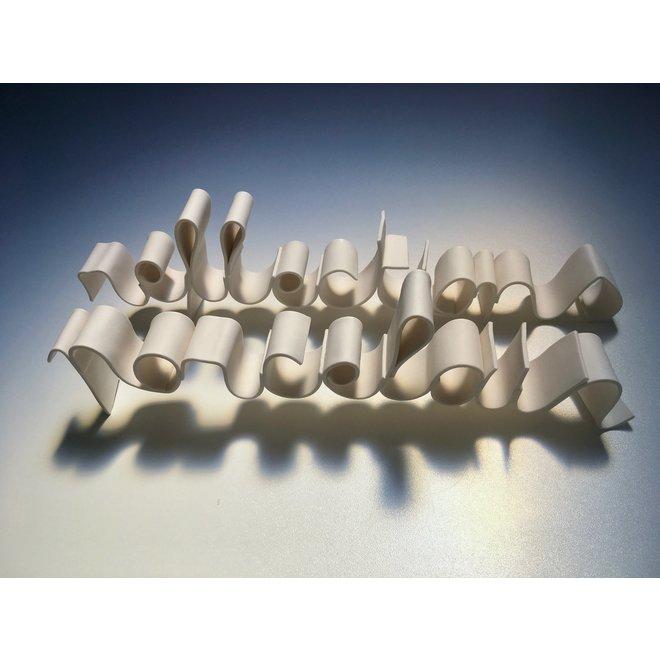 """De woorden """"Porcelain Reflections"""" in porseleinen handschrift"""